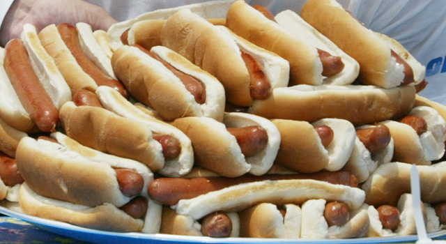 2121063ch010_hotdogcontest