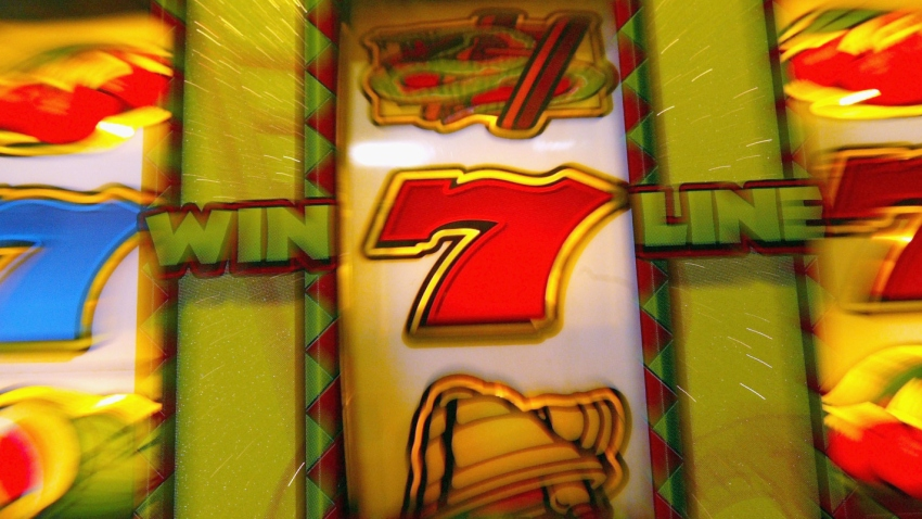 012909 Slot machine