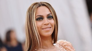 """Beyonce attends the """"Manus x Machina: Fashion In An Age Of Technology"""" Costume Institute Gala at Metropolitan Museum of Art on May 2, 2016 in New York City."""