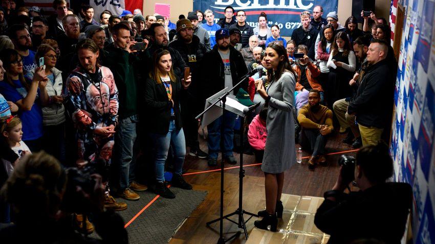 Democratic Candidates Pour Into Iowa for Last-Minute Push