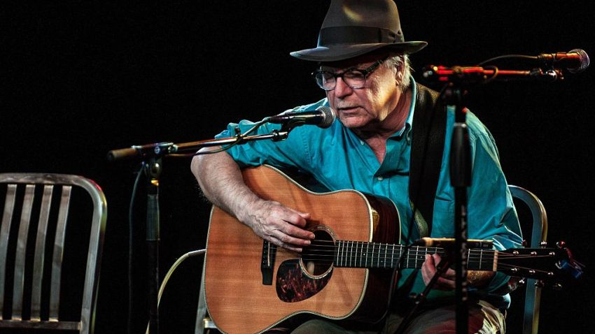 Legendary Folk Singer, Songwriter Dies While Performing on Stage in Florida