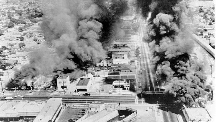 Watts-Riots-burning-buildin