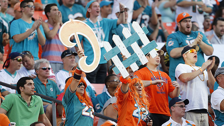 185380430JA021_CHARGERS_DOLPHINS