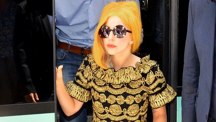 lady-gaga-tour-bus-yellow