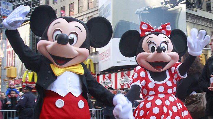 mickey-mouse-minnie-mouse-times-square-722px