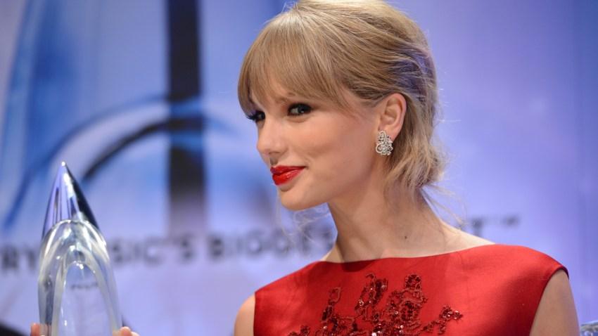2013 CMA Awards - Press Room