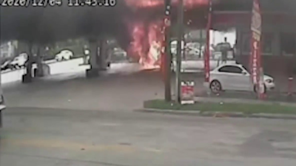 Jeep Catches Fire at NW Miami-Dade Gas Station