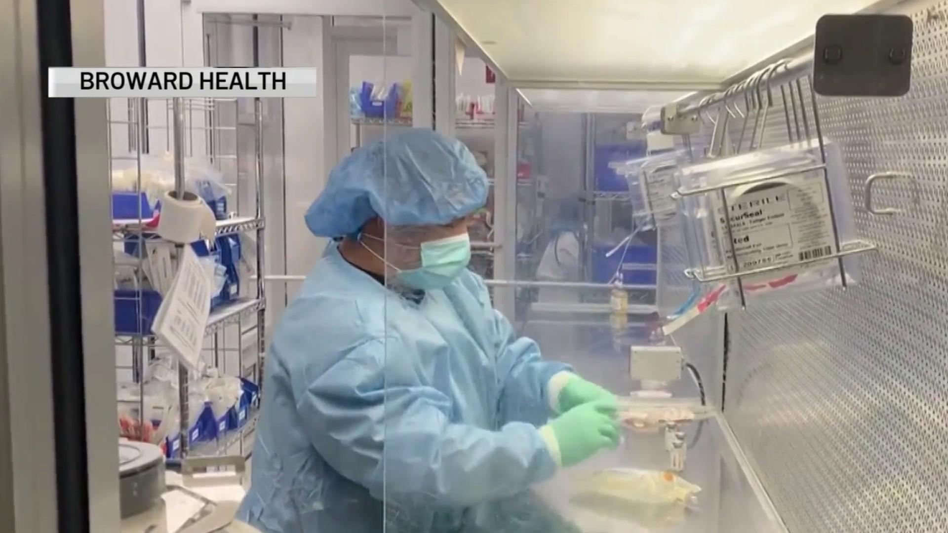 Broward Health administra un nuevo tratamiento con anticuerpos para pacientes con COVID-19