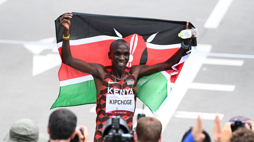Kenya's Eliud Kipchoge celebrates after winning the Men's Marathon Final during the Tokyo 2020 Olympic Games in Sapporo on Aug. 8, 2021.