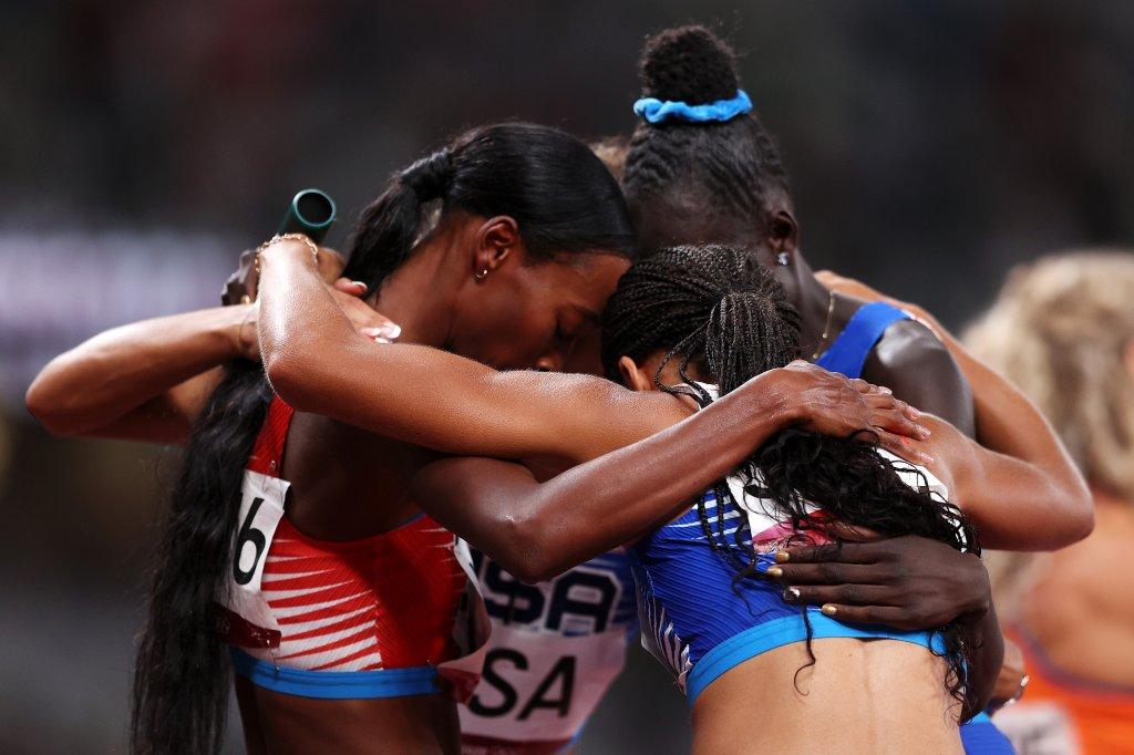 The U.S. women's 4x400 relay team celebrates