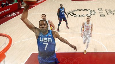 Kevin Durant Leads Men's Basketball to Win Over Spain