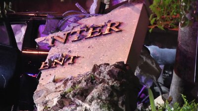 Man Rescued From Car Crash in Pinecrest