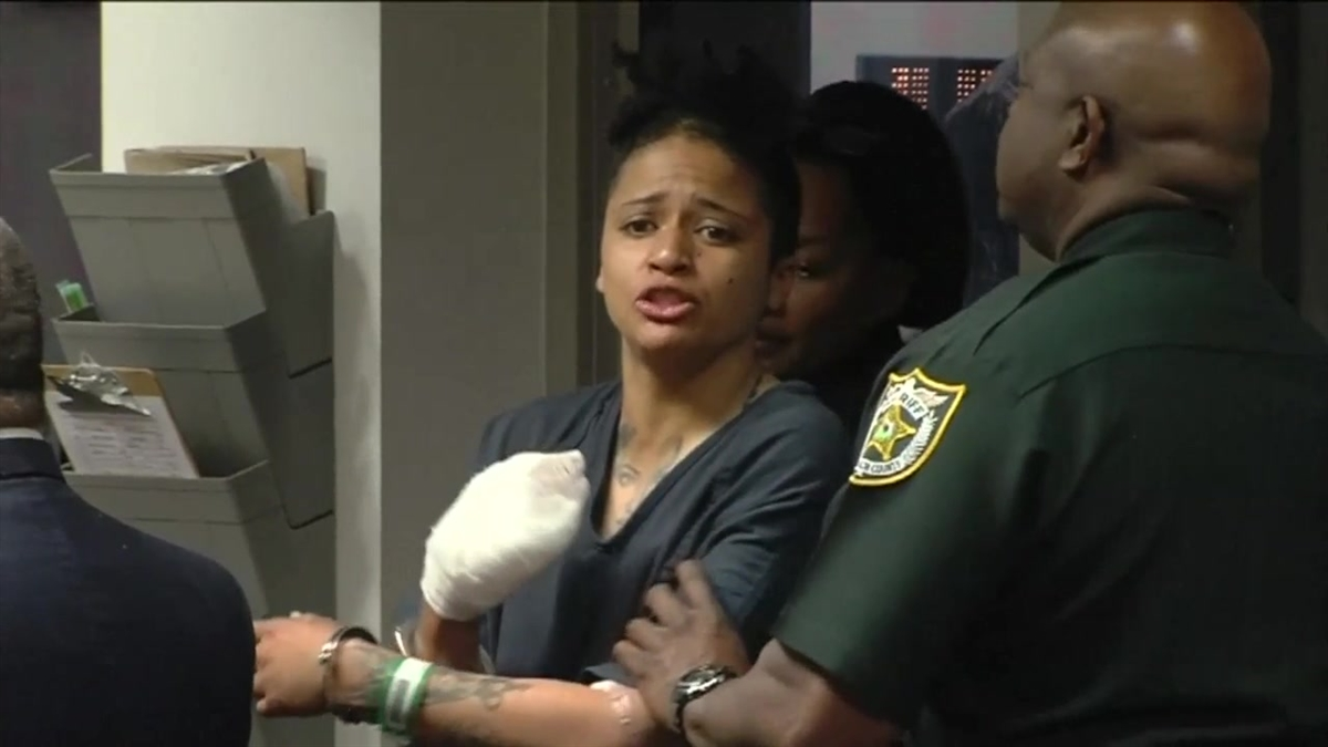 Fla  Woman Accused of Fatally Stabbing Mom, Gouging Out Her