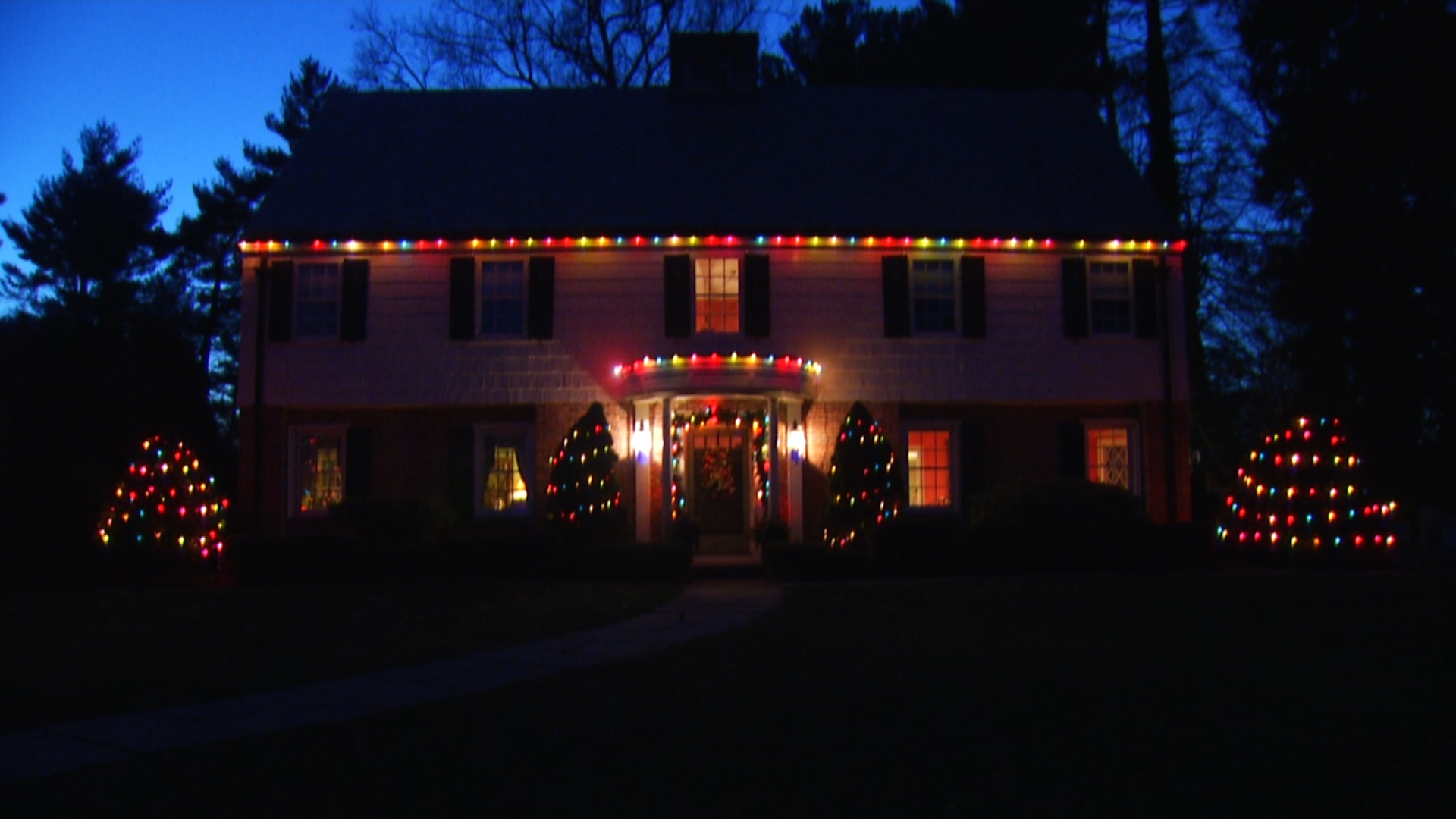 Grinch Christmas Lights.West Hartford Family Fears Vandals Snipped Christmas Lights