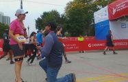 marathonproposal Chicago Marathon Runner Says 'Yes' to Surprise Marriage Proposal at Finish Line