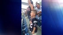 Viral_nino_hace_la_entonacion_mas_adorable_del_himno_1200x675_1302650947861 VIRAL VIDEO: Boston Police Officer's Son Sings National Anthem at Pats Game