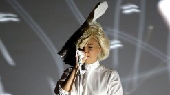 Sia's Face Accidentally Exposed on Stage in Colorado