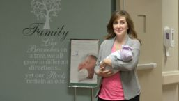 Pregnant Doctor Helps Deliver Baby Minutes Before Her Labor