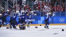 Feb. 22 Olympics Photos: US Dominates Hockey, Halfpipe