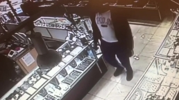 Suspect Swipes Jewelry in Hollywood