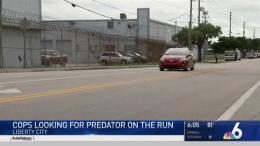 Police looking for man who tried to lure young girl into car