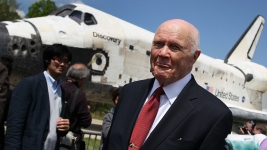 'Aren't Many Heroes Left': World Reacts to John Glenn's Death