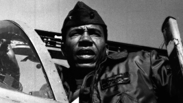 Frank E. Petersen Jr., Marines' 1st Black Aviator and General, Dies at 83