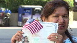 'I Did It': Mom Who Can't Read or Write Becomes US Citizen