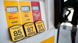 How Travelers Can Save (a Little) at the Pump This Weekend
