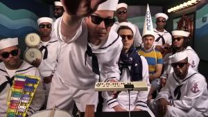 Fallon, Lonely Island, Roots Sing 'I'm on a Boat'
