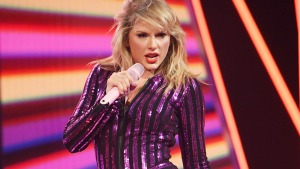 Watch Taylor Swift and More Stars in First 'Cats' Trailer