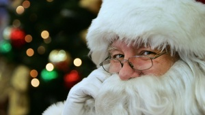 Texas Pastor Goes to Mall, Tells Kids Santa Isn't Real