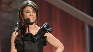 Paula Abdul Falls Offstage During Mississippi Concert