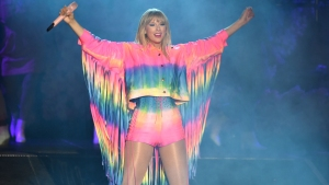 Swift Calls Out Homophobes on New Song, Announces 7th Album