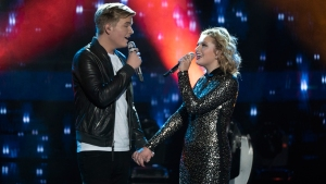 In 'American Idol' Finale, Top 2 Reveal They're Dating