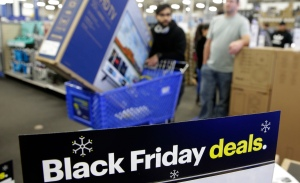 In Era of Online Retail, Black Friday Still Lures Shoppers
