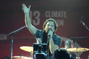 Pearl Jam Stops Mid-Song, Ejects Fan at Wrigley Field