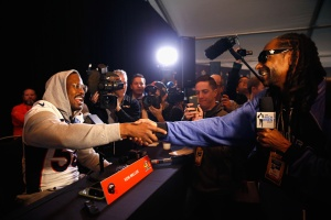 Super Bowl 50: Snoop Dogg Takes a Turn as Sports Reporter