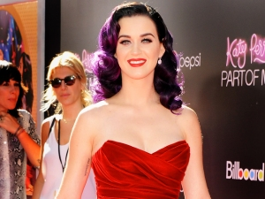 Katy Perry Sells at a Loss in New York
