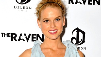 "Alice Eve Talks Filming ""Men in Black III"""