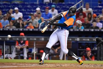 Braves' Pitchers Throw 2-Hitter to Split Series vs. Marlins