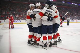 Hawryluk Nets First 2 NHL Goals as Panthers Beat Chicago