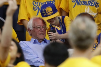 'Does This Guarantee Me the California Primary?': Sanders Attends Golden State Warriors Game