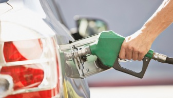 Price of Oil is Plummeting, But Gas Prices Still High