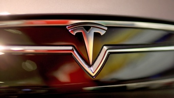 Tesla Reports Record Deliveries of Vehicles in 1st Quarter