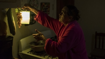 Wary Puerto Ricans Cheer Return of Electricity