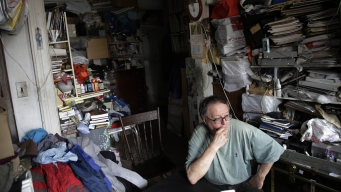 Extreme Hoarding: NYC Team Tackles Both Mess and Mind