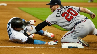 Acuñar Homer Helps Braves Rally Past Miami in 12 Innings, 7-6
