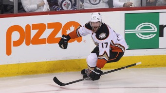 Ducks Sweep Jets With 5-2 Victory