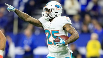 Status of Dolphins' Howard Uncertain Because of Knee Injury